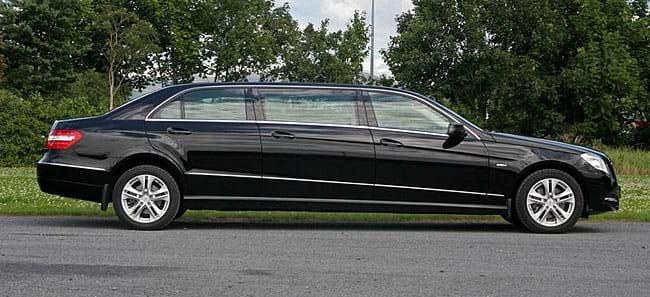 Image gallery mercedes limousine for Mercedes benz car service